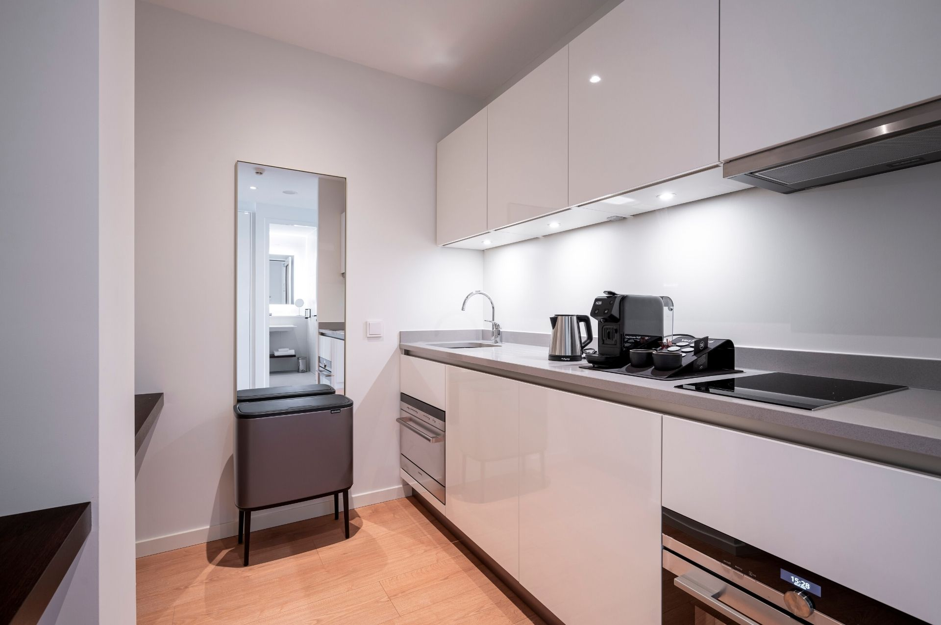 PREMIER SUITES PLUS Amsterdam Loft Kitchen