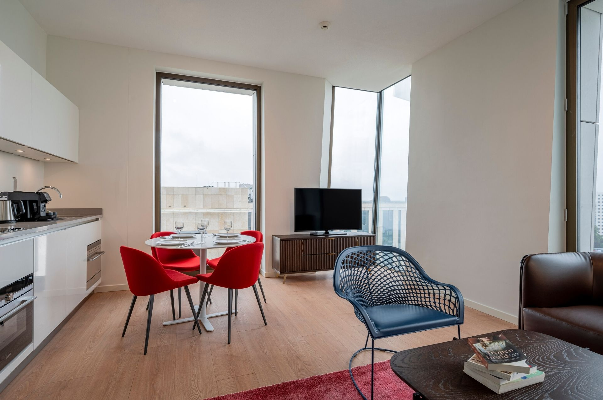 PREMIER SUITES PLUS Amsterdam Two Bedroom Apt Kitchen