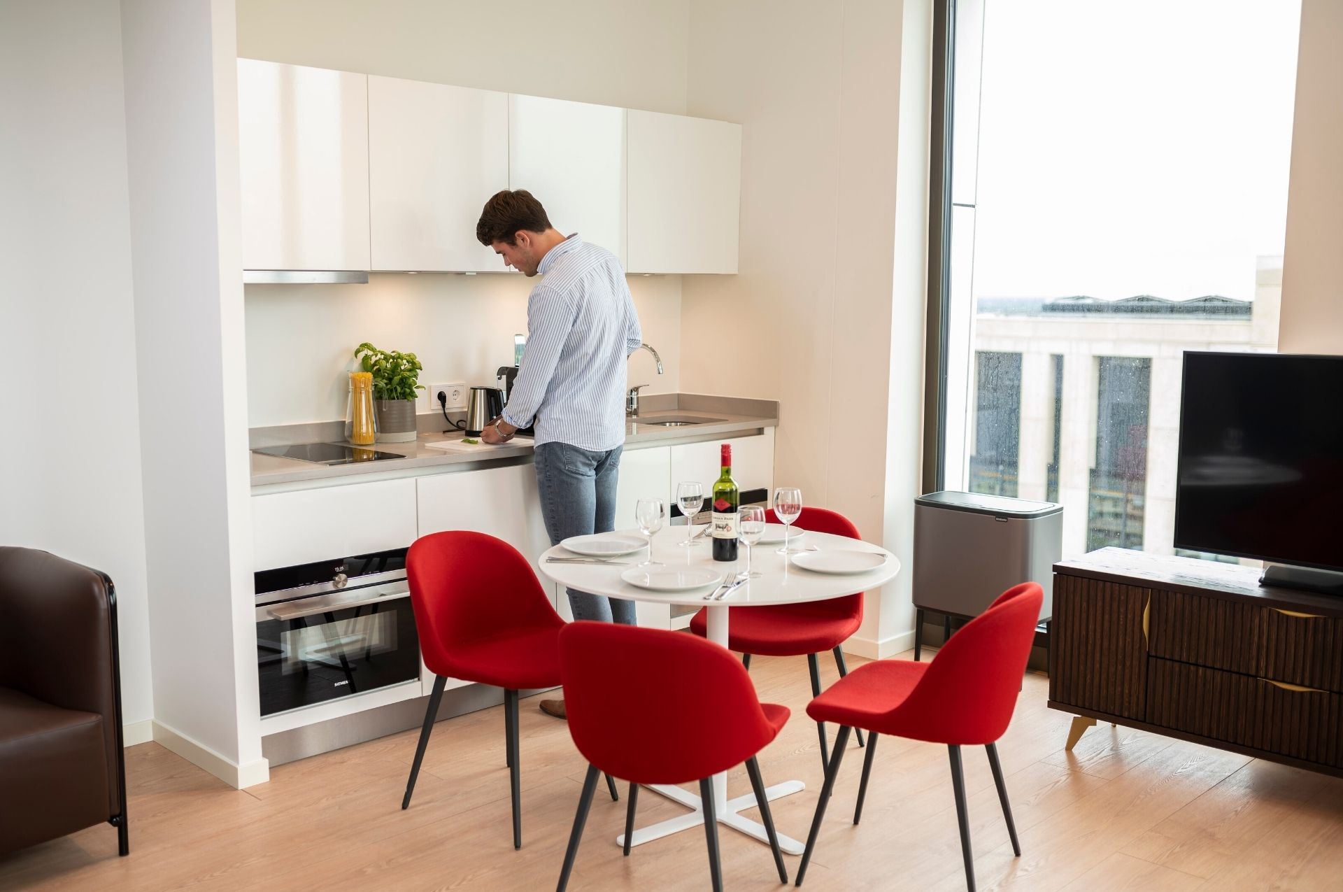 PREMIER SUITES PLUS Amsterdam Kitchen Two Bed