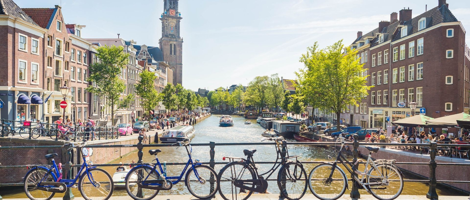 Go on a trip with the children to Amsterdam. PREMIER SUITES PLUS Amsterdam.